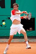 Roland Garros. Paris, France. 25 Mai 2010..Le joueur francais Nicolas MAHUT contre Mischa ZVEREV...Roland Garros. Paris, France. May 25th 2010..French player Nicolas MAHUT against Mischa ZVEREV..