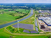 Nederland, Gelderland, Gemeente Zutphen, 21–06-2020; voormalige vuilstort Fort de Pol, nieuw zonnepark op de voormalige vuilstortlocatie aan de oever van het Twenthekanaal.<br /> Former landfill Fort de Pol, new solar park on the former landfill site.<br /> luchtfoto (toeslag op standaard tarieven);<br /> aerial photo (additional fee required)<br /> copyright © 2020 foto/photo Siebe Swart