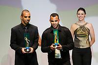 "20091207: RIO DE JANEIRO, BRAZIL - Brazilian Football Awards 2009 (""Craque Brasileirao 2009""), held at the Museum of Modern Art in Rio de Janeiro. In picture: L-R - Diego Tardelli (Atletico-MG) - Best striker, and Fernandinho (Barueri, 3rd). PHOTO: CITYFILES"