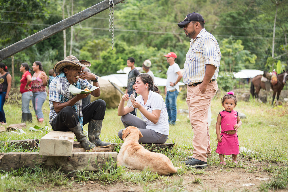 16 November 2018, San José de León, Mutatá, Antioquia, Colombia: Community members gather for a joint meal at midday. Following the 2016 peace treaty between FARC and the Colombian government, a group of ex-combatant families have purchased and now cultivate 36 hectares of land in the territory of San José de León, municipality of Mutatá in Antioquia, Colombia. A group of 27 families first purchased the lot of land in San José de León, moving in from nearby Córdoba to settle alongside the 50-or-so families of farmers already living in the area. Today, 50 ex-combatant families live in the emerging community, which hosts a small restaurant, various committees for community organization and development, and which cultivates the land through agriculture, poultry and fish farming. Though the community has come a long way, many challenges remain on the way towards peace and reconciliation. The two-year-old community, which does not yet have a name of its own, is located in the territory of San José de León in Urabá, northwest Colombia, a strategically important corridor for trade into Central America, with resulting drug trafficking and arms trade still keeping armed groups active in the area. Many ex-combatants face trauma and insecurity, and a lack of fulfilment by the Colombian government in transition of land ownership to FARC members makes the situation delicate. Through the project De la Guerra a la Paz ('From War to Peace'), the Evangelical Lutheran Church of Colombia accompanies three communities in the Antioquia region, offering support both to ex-combatants and to the communities they now live alongside, as they reintegrate into society. Supporting a total of more than 300 families, the project seeks to alleviate the risk of re-victimization, or relapse into violent conflict.