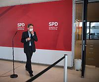 DEU, Deutschland, Germany, Berlin, 18.05.2021: SPD-Fraktionschef Dr. Rolf Mützenich (SPD) nach einem Pressestatement vor Beginn der Fraktionssitzung der SPD im Deutschen Bundestag.