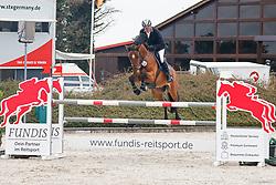 09.1, Youngster-Springprfg. Kl. M** 6+7j. Pferde,Ehlersdorf, Reitanlage Jörg Naeve, 13.05. - 16.05.2021, Thomas Voss (GER), Calciano,