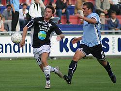 Karsten Johansen (Randers FC) følges af Jacob Wedell (Elite 3000).