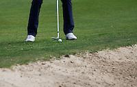 VALKENSWAARD - Golfprofessional ANNE VAN DAM . pitch over de bunker met een wedge.  COPYRIGHT KOEN SUYK