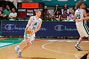 DESCRIZIONE : Siena Lega A 2008-09 Playoff Finale Gara 2 Montepaschi Siena Armani Jeans Milano<br /> GIOCATORE : Rimantas Kaukenas<br /> SQUADRA : Montepaschi Siena<br /> EVENTO : Campionato Lega A 2008-2009 <br /> GARA : Montepaschi Siena Armani Jeans Milano<br /> DATA : 12/06/2009<br /> CATEGORIA : palleggio<br /> SPORT : Pallacanestro <br /> AUTORE : Agenzia Ciamillo-Castoria/G.Ciamillo