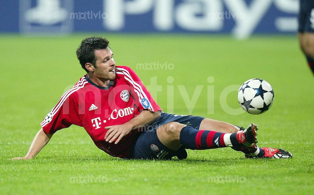 FUSSBALL Champions League 2003/2004  Gruppe A FC Bayern Muenchen 2-1 Celtic Glasgow Willy Sagnol (FCB)
