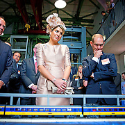 Koning en koningin bezoeken Noordrijn-Westfalen. Koning Willem Alexander  en Koningin Maxima  brengen een bezoek aan MMID / Creatieve Industrie Essen<br /> <br /> King and Queen visit North Rhine-Westphalia.<br /> King Willem Alexander and Queen Maxima visit MMID / Creative Industry Essen<br /> <br /> Op de foto / On the photo: <br /> <br />  Koningin Maxima krijgt een rondleiding / Queen Maxima gets a tour