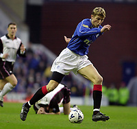 Rangers v  Motherwell, Scottish Premier Division.<br />Ibrox Park.       Pic Ian Stewart, December 10th. 2000.<br /><br />Tore Andre Flo breaks past the motherwell defenc e