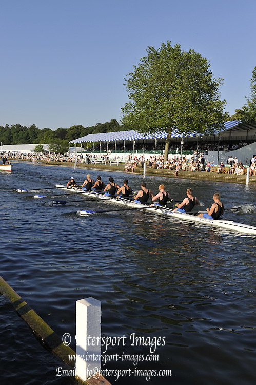 Henley, Great Britain. Bucks, Erasmus University NED vs Manchester University, during a heat of the Temple Challenge Cup, Wednesday 01/07/2009 at Henley Royal Regatta [Mandatory Credit. Peter Spurrier/Intersport Images] . HRR.