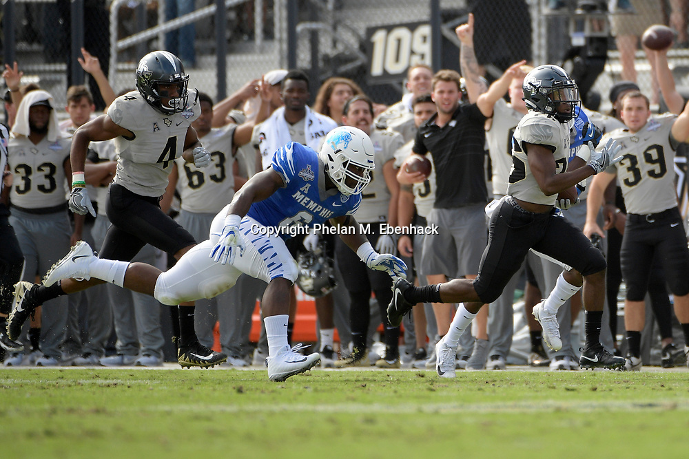 Central Florida wide receiver Otis Anderson (26) runs in front of Memphis linebacker Genard Avery (6), left, during the first half of the American Athletic Conference championship NCAA college football game Saturday, Dec. 2, 2017, in Orlando, Fla. (Photo by Phelan M. Ebenhack)