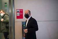 DEU, Deutschland, Germany, Berlin, 08.01.2021: Deutscher Bundestag, Bundesfinanzminister Olaf Scholz steht an einem Fahrstuhl im Bundestag nach einem Pressestatement zur digitalen Jahresauftaktklausur der SPD-Bundestagsfraktion.