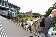 Nederland, Nijmegen, 8-7-2016Spoorlijn Nijmegen naar Venlo bij station Heyendaal . Hier ligt de radboud universiteit, ru, run, en is het Technovium, links, van de HAN, hogeschool arnhem-nijmegen gevestigd. Op de achtergrond een studentenflat van de sshn, ssh, stichting studentenhuisvesting .Foto: Flip Franssen