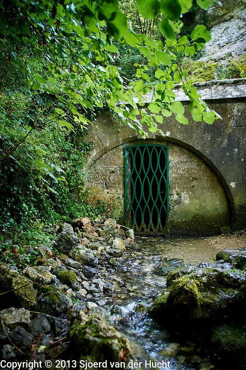 Bron van de grootste rivier in Frankrijk, de Marne in Balesmes, Frankrijk - Source of the bigest river in France, river Marne at Balesmes, France