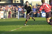 Gloucester, Gloucestershire, UK., 04.01.2003, Wasp's Rob HOWLEY, running withe ball, during, Zurich Premiership Rugby match, Gloucester vs London Wasps,  Kingsholm Stadium,  [Mandatory Credit: Peter Spurrier/Intersport Images],
