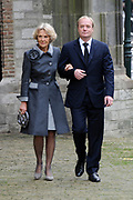 De koninklijke familie en tal van vrienden, bekenden en collega's van prins Friso zijn samengekomen in de Oude Kerk in Delft om de op 12 augustus overleden prins Friso te herdenken. <br /> <br /> The royal family and many friends, acquaintances and colleagues of Prince Friso are in the Old Church in Delft to commemorate the Prince who past away on August 12 2013.<br /> <br /> Op de foto / On the photo:  Prinses Irene met haar zoon prins Carlos de Bourbon de Parme