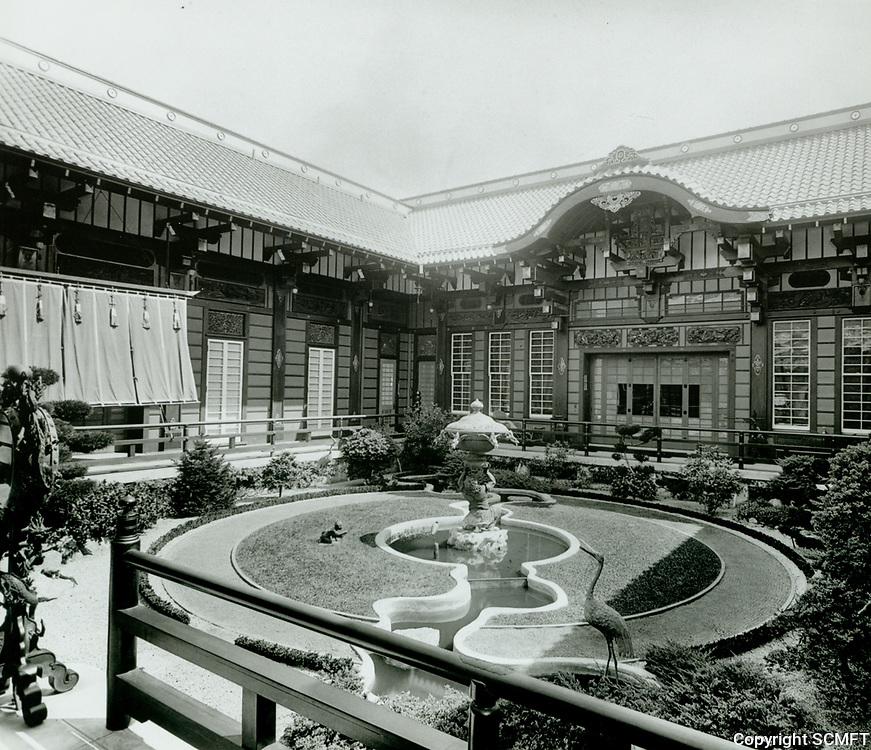 1918 Inner court of the Bernheimer Estate. Now the Yamashiro