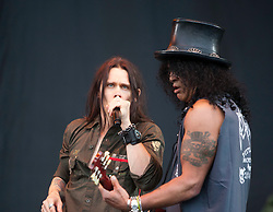Slash featuring Myles Kennedy play the main stage..T in the Park on Saturday 9th July 2011. T in the Park 2011 music festival takes place from 7-10th July 2011 in Balado, Fife, Scotland..©Pic : Michael Schofield.