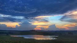 Reflexo de um céu chuvoso em açude das coxilhas de Encruzilhada do Sul. FOTO: Jefferson Bernardes/Preview.com