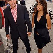 Uitreiking Bert Haantra Oeuvreprijs 2004, Thom Hoffman en vriendin Giam Kwee
