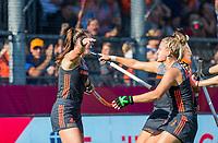 ANTWERPEN -  Lidewij Welten (Ned) heeft de stand op 2-0 gebracht tijdens de   finale  dames  Nederland-Duitsland  (2-0) bij het Europees kampioenschap hockey.  rechts Laurien Leurink (Ned) . COPYRIGHT  KOEN SUYK