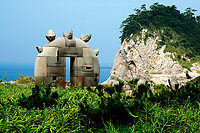 Heads and sculptures are found all around Niijima Island. They are called 'moai' after the mysterious heads on Easter island.