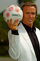 Fotball<br /> England<br /> 02.08.2004<br /> Foto: SBI/Digitalsport<br /> NORWAY ONLY<br /> <br /> Middlesbrough Press Conference<br /> Middlesbrough's new signing Boudewijn Zenden