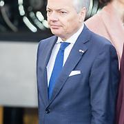 NLD/Huizen/20161130 - Staatsbezoek Belgie dag 3 - Koningin Mathilde en Koningin Maxima bezoeken Utrecht CS, Minister Didier Reynders