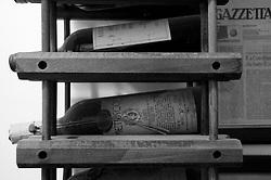 Cutrofiano (Le) - Cantine Aperte 2010 - Bottiglie delle annate precedenti conservate.
