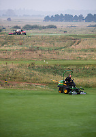 SANDWICH (GB) - Greenkeeper aan het werk. The Prince's Golf Club. COPYRIGHT KOEN SUYK