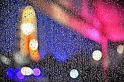 Nederland, Nijmegen, 17-7-2011De eerste dag van de zomerfeesten viel in het water door de vele regen. Onlosmakelijk met de vierdaagse, 4daagse, 4 daagse zijn in Nijmegen de vierdaagse feesten, de zomerfeesten. Elke avond komen vele bezoekers naar de binnenstad. De politie heeft inmiddels grote ervaring met het spreiden van de mensen.Foto: Flip Franssen/Hollandse Hoogte