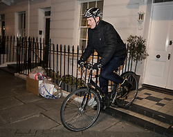 © Licensed to London News Pictures. 08/01/2018. London, UK. Health Secretary Jeremy Hunt leaves home ahead of an expected  cabinet re-shuffle by Prime Minister Theresa May. A number of senior moves are expected ahead of a new phase in Brexit negotiations and following the recent resignation of First Secretary Damian Green. Photo credit: Peter Macdiarmid/LNP