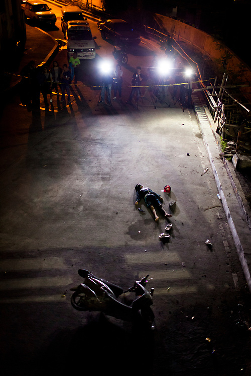 A dead body is seen at a crime scene in Mueller Del Rio.  It was reported that the man resisted arrest and fought back.  A gun is found within his reach.<br /> <br /> Over 12 thousand people including men, women and even young teens who are mostly the urban poor, have been killed since President Duterte initiated the campaign against drugs. The killings or executions are carried out by masked gunmen. Bodies in morgue showed signs that the victims were bound or handcuffed but the police report often states they fought back or tried to run away.