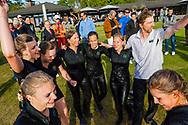 17-05-2015 NGF Competitie 2015, Hoofdklasse Heren - Dames Standaard - Finale, Golfsocieteit De Lage Vuursche, Den Dolder, Nederland. 17 mei. Dames Noordwijkse: Team na de duik , na de overwinning.