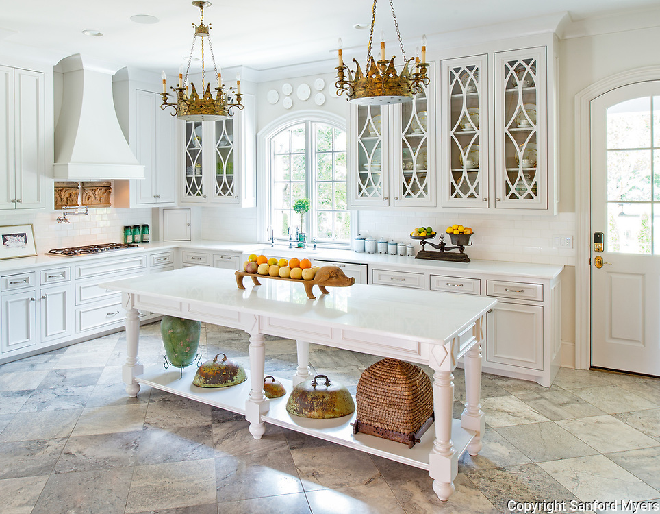 Kitchen designed by Jerome Farris and photographed by Nashville interior and architectural photographer Sanford Myers in Murfreesboro, TN.
