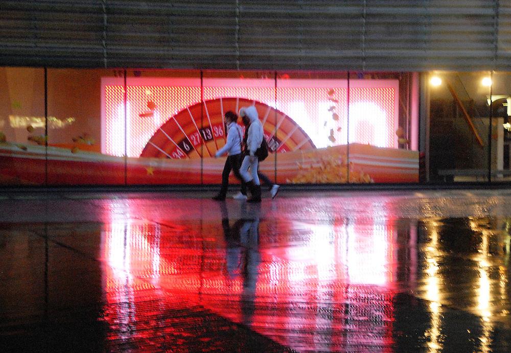 Rotterdam, 20 nov ,2009.Het cassino met licht en weerspiegeling..(c)Renee Teunis.
