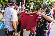 30 NOVEMBER 2013 - BANGKOK, THAILAND:  Anti-government students from Ramkhamhaeng University in Bangkok burn a red tee shirt to symbolize Red Shirts on their campus Satuday. Political faultlines in Bangkok, the Thai capital, hardened Saturday. Antigovernment factions repeated promises to strike at the heart of Bangkok Sunday and bring down the government while thousands of Red Shirts, who support the government, have come to Bangkok from their base in rural Thailand to defend the government. Prime Minister Yingluck Shinawatra has appealed for calm, but her opponents have rejected all requests for negotiations saying the only acceptable outcome is the eradication of the government.       PHOTO BY JACK KURTZ