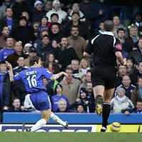 Photo: Lee Earle.<br /> Chelsea v Birmingham City. The Barclays Premiership.<br /> 31/12/2005.<br /> Chelsea's Arjen Robben (L) slots home their second goal.
