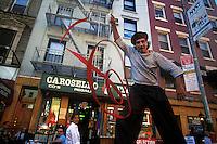 EEUU. Nueva York.<br /> Un mimo en una de las calles del barrio de Little Italy.<br /> <br /> ©JOAN COSTA