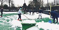 BLOEMENDAAL  - Winter 2021.  Spelers van Heren 1 maken het hoofdveld  van hockeyclub Bloemendaal sneeuwvrij . midden Florian Fuchs, rechts Glenn Schuurman en Tim Swaen.   COPYRIGHT  KOEN SUYK