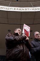 18 JAN 2002, BERLIN/GERMANY:<br /> Dietrich Neugebauer, SPD Mitglied aus Berlin zerschneidet aus Protest gegen die SPD/PDS Koalition im Berliner Abgeordnetenhaus sein Parteibuch vor dem Willy-Brandt-Haus<br /> IMAGE: 20020118-01-007<br /> KEYWORDS: Sozialdemokraten, Parteibuch, Parteimitglied, Demonstration