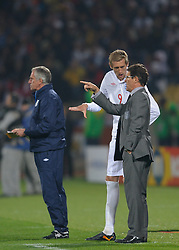 12.06.2010, Sandton - Nelson Mandela Square, Johannesburg, RSA, FIFA WM 2010, 3D television, im Bild Fabio Capello manager / head coach of England gives Peter Crouch of England instructions, EXPA Pictures © 2010, PhotoCredit: EXPA/ IPS/ Mark Atkins / SPORTIDA PHOTO AGENCY