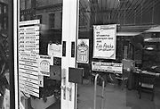 Nederland, Nijmegen, 15-12-1985Dit reisburo is onder druk van anti-apartheid beweging gestopt met de verkoop van reizen naar Zuid-Afrika.FOTO: FLIP FRANSSEN/ HOLLANDSE HOOGTE