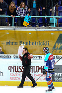 08.Maerz 2012; Rapperswil-Jona; Eishockey NLA - Rapperswil-Jona Lakers - Geneve-Servette HC;<br />  Trainer Chris McSorley (Genf) und Derrick Walser (Lakers) (Thomas Oswald)