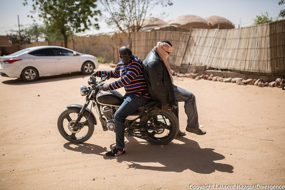 25012018. Niger. Agadez. Alliance française. Rencontre avec des anciens passeurs qui ont arrêté leurs activités depuis la loi 2015-36 et se plaignent de ne plus avoir de travail.