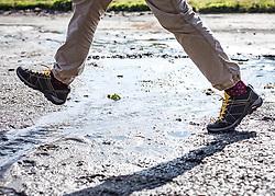 THEMENBILD - die Füße eines Wanderers bei einem Wasserzulauf. Die Grossglockner Hochalpenstrasse verbindet die beiden Bundeslaender Salzburg und Kaernten mit einer Laenge von 48 Kilometer und ist als Erlebnisstrasse vorrangig von touristischer Bedeutung, aufgenommen am 09. August 2018 in Fusch an der Glocknerstrasse, Österreich // the feet of a hiker beside a water inlet. The Grossglockner High Alpine Road connects the two provinces of Salzburg and Carinthia with a length of 48 km and is as an adventure road priority of tourist interest, Fusch an der Glocknerstrasse, Austria on 2018/08/09. EXPA Pictures © 2018, PhotoCredit: EXPA/ Stefanie Oberhauser