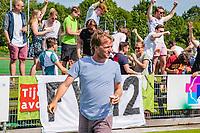 ALPHEN AAN DEN RHIJN -  coach Robbert Groeneveld . Alphen Heren I kampioen van de tweede klasse, na  de competitiewedstrijd HC Alphen-Athena (2-1). Alphen is kampioen in de tweede klasse. De wedstrijd stond ook in het teken van nr. 12, het shirtnummer van de vorig jaar verongelukte speler van H I, Floris Wever.    COPYRIGHT KOEN SUYK