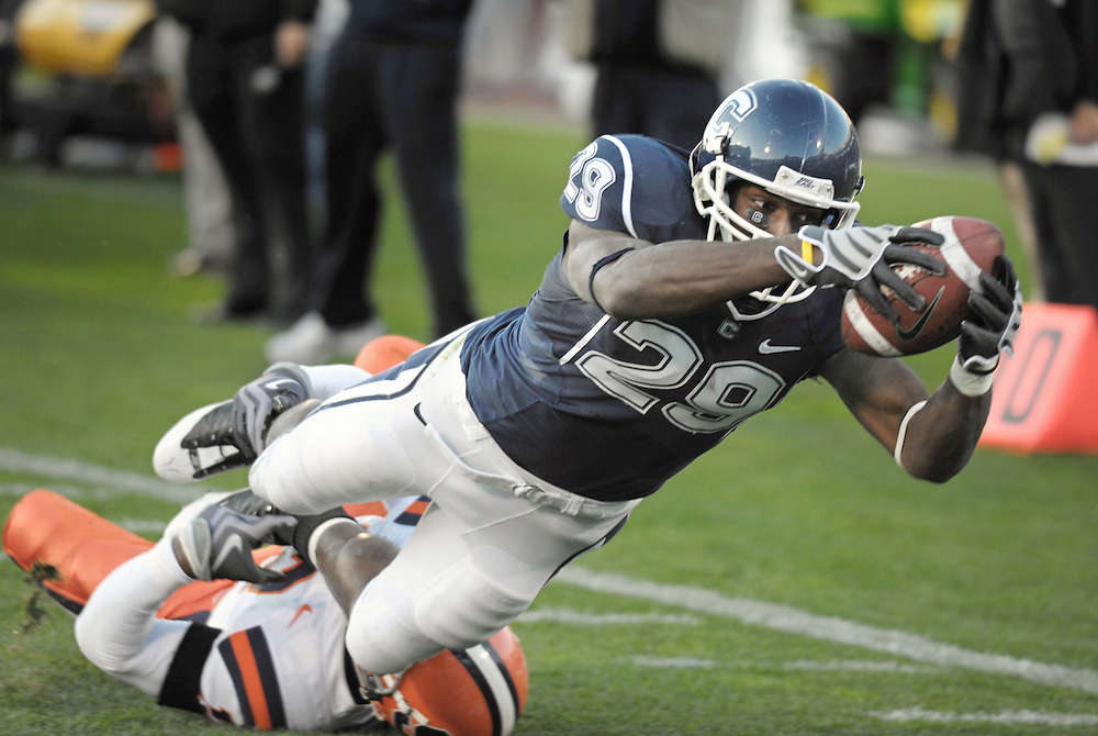 Connecticut's Marcus Easley, right, makes a catch for a touchdown while tackled by Syracuse's Phillip Thomas in the fourth quarter of an NCAA college football game at Rentschler Field in East Hartford, Conn.