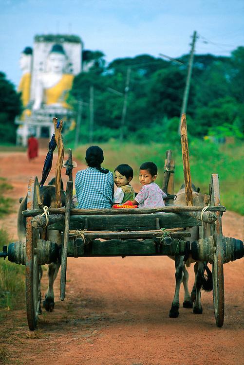 On the road leading to the Kyaikpun Pagoda, 4 km south of Bago (Pegu), Myanmar (Burma)