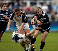 Photo: Jed Wee.<br />Newcastle Falcons v Leeds Tykes. Guinness Premiership. 06/05/2006.<br /><br />Newcastle's Jamie Noon (R) attacks.