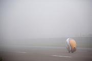 Rijder Rik Houwers is bezig met zijn recordpoging. Hij zou het niet halen, onder andere door de weersomstandigheden. In Duitsland probeert het Human Power Team Delft en Amsterdam (HPT), dat bestaat uit studenten van de TU Delft en de VU Amsterdam, het uurrecord te verbreken op de Dekrabaan met de VeloX4. Dat staat momenteel op 90,4 km. In september wil het HPT daarna een poging doen het wereldrecord snelfietsen te verbreken, dat nu op 133 km/h staat tijdens de World Human Powered Speed Challenge.<br /> <br /> Rider Rik Houwers at his attempt to set a new hour record. He wouldn't make it, partially because of the weather. The Human Power Team Delft and Amsterdam, consisting of students of the TU Delft and the VU Amsterdam, tries to set a new hour record on a bicycle with the special recumbent bike VeloX4. The current record is 90,4 km. They also wants to set a new world record cycling in September at the World Human Powered Speed Challenge. The current speed record is 133 km/h.